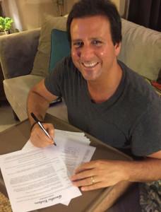 MV-signing-Gravitas-Distribution-Deal